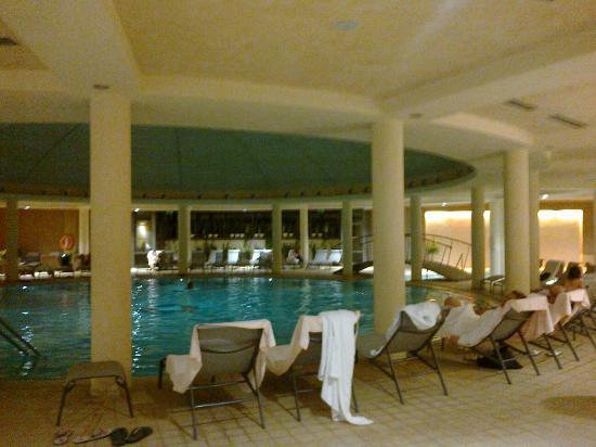La piscina coperta foto di hotel caesius thermae spa resort bardolino tripadvisor - Hotel maranza con piscina coperta ...