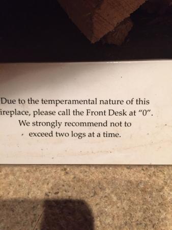 Morris, คอนเน็กติกัต: Temperamental fireplace..