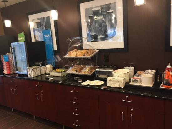 Hampton Inn Houston Stafford: breakfast items