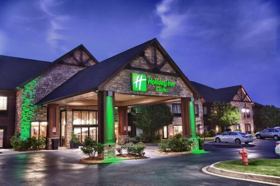 Holiday Inn Hotel & Suites St. Paul NE - Lake Elmo: Hotel Exterior
