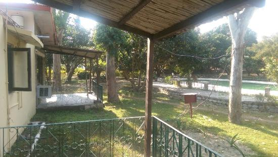 Corbett Roop Resort: photo1.jpg