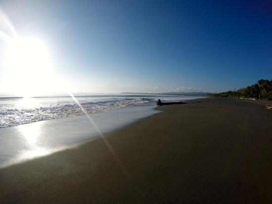 Agua Dulce Beach Resort : The beach infront of the resort