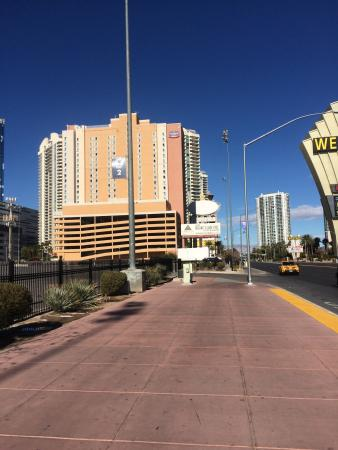SpringHill Suites Las Vegas Convention Center: View of hotel