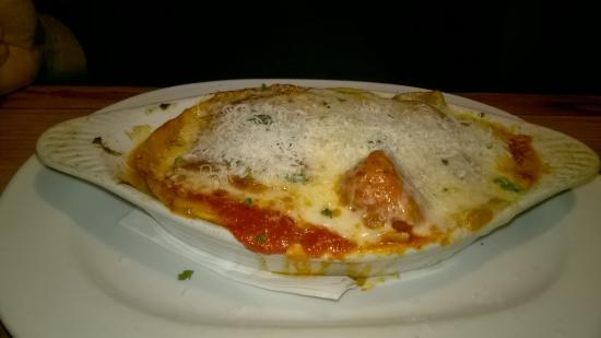 Fuquay-Varina, Caroline du Nord : baked dish of lasagna with home made pasta
