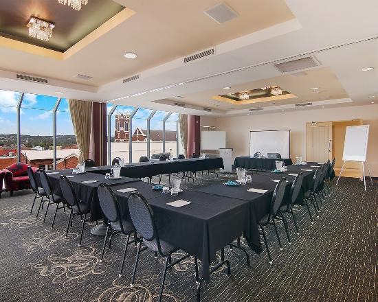 Quality Suites Boulevard On Beaumont : Meeting room