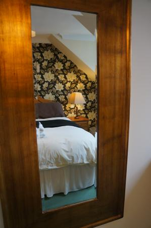 Ellingham Self-Catering Cottages: Master bedroom