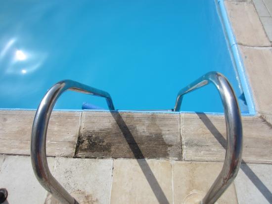 Constantin Apartment Hotel : Skitt rundt bassenget