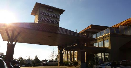 Howard Johnson Hotel and Suites Victoria Elk Lake : Exterior View