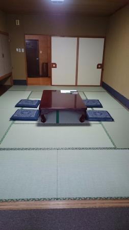 Fukumatsu: シングル12畳+広縁室付き