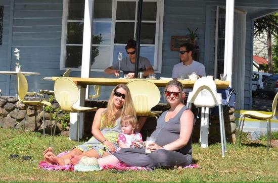 Kalorama, Australia: Us enjoying brunch, taken from the Destiny Point Facebook page