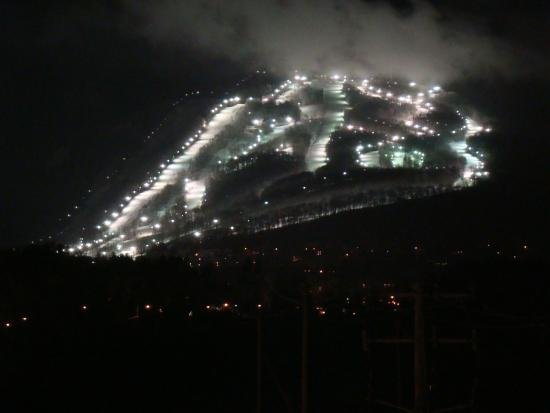 Le St Martin Bromont: view of mountain at night