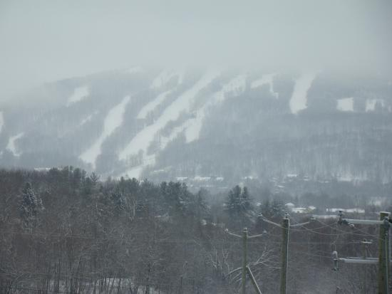 Le St Martin Bromont: mountain in daytime