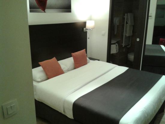 20160101 191908 photo de hotel central n mes tripadvisor. Black Bedroom Furniture Sets. Home Design Ideas