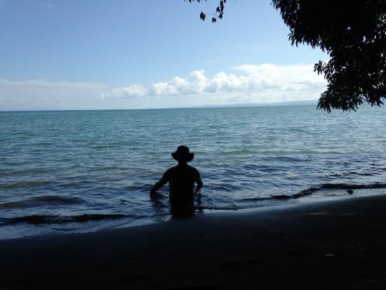 Suital Lodge: chilling at the golfo dulce beach