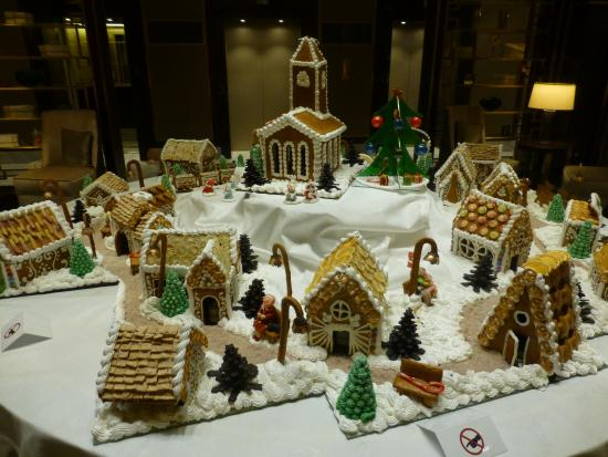 Hilton Budapest: Gingerbread village in lobby
