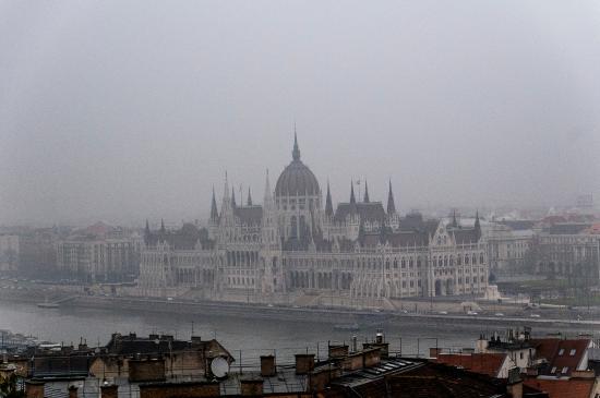 Hilton Budapest: Parliament Building on foggy day