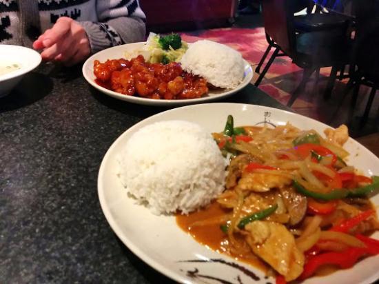 Wok Cafe : General Tao Chicken, Red curry chicken