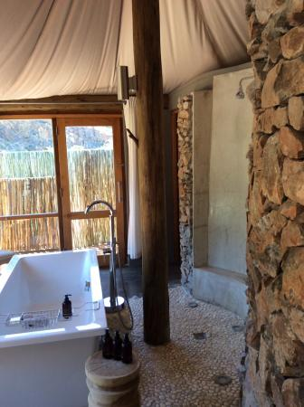 Sanbona Wildlife Reserve - Tilney Manor, Dwyka Tented Lodge, Gondwana Lodge: Shower/tub