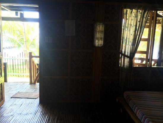 Bacong, الفلبين: it was dark in the room, but very nice.