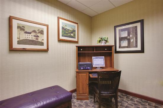 La Quinta Inn & Suites Newark - Elkton: Business center