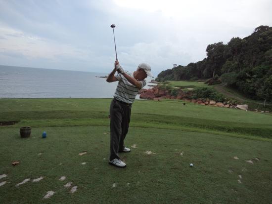 Ria Bintan Golf Club: 名物海越えホール