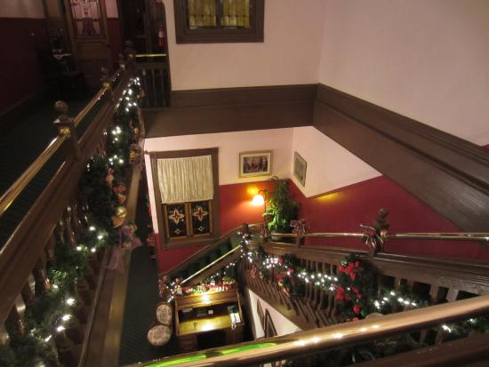 Palace Hotel Port Townsend: Staircase from 3rd floor