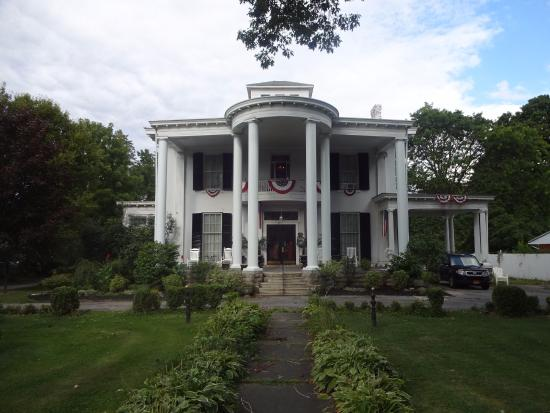Allegiance Bed and Breakfast: front view of exterior