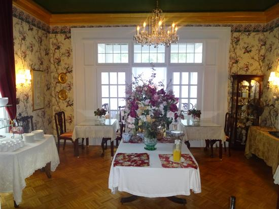 Mount Morris, NY: breakfast dining room