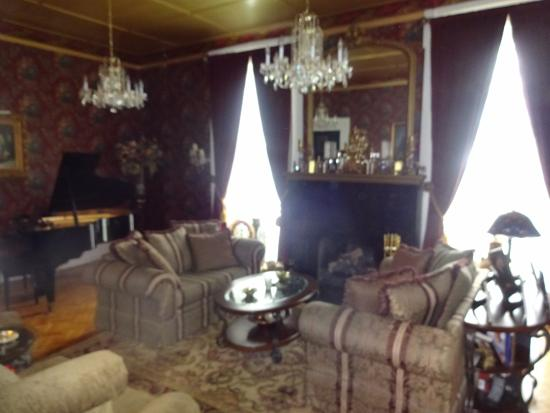 Mount Morris, NY: sitting room