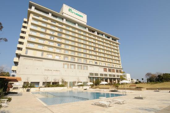 Resort Hotel Laforet Nankishirahama: ホテル外観(プール側)
