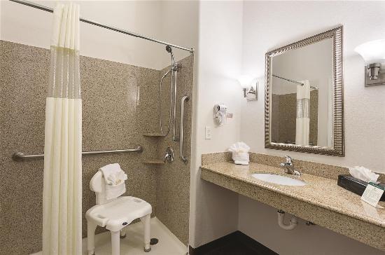 La Quinta Inn & Suites Houston Channelview: Guest room