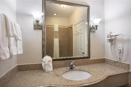 La Quinta Inn & Suites Houston Channelview: Guest room