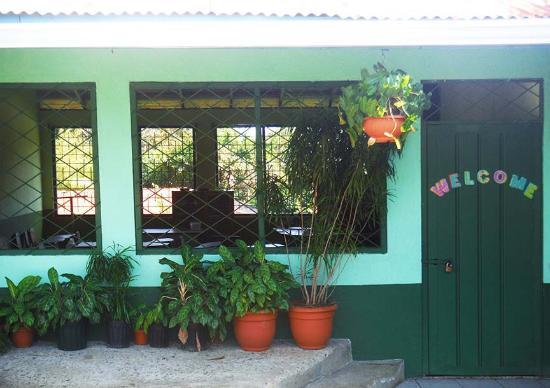 Natural Pacific Suites : Neighborhood school
