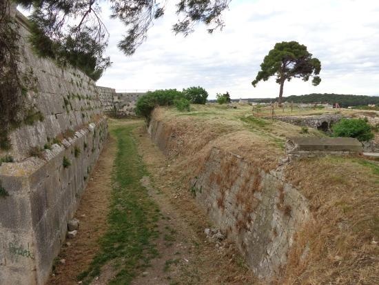 Kastel : fortifications