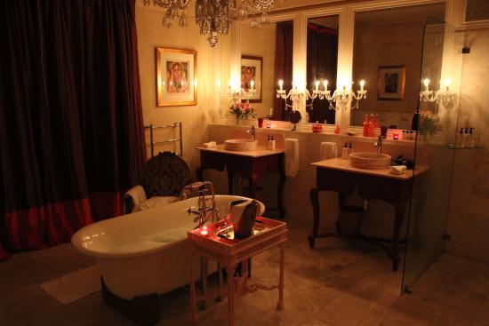 La Residence: huge stunning bathroom.