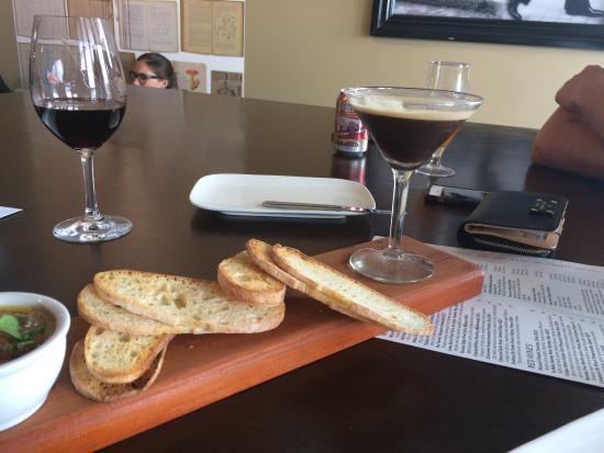 Vine Eatery & Bar: photo0.jpg
