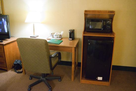 Quality Hotel and Conference Center: Desk, Refrigerator, & Microwave