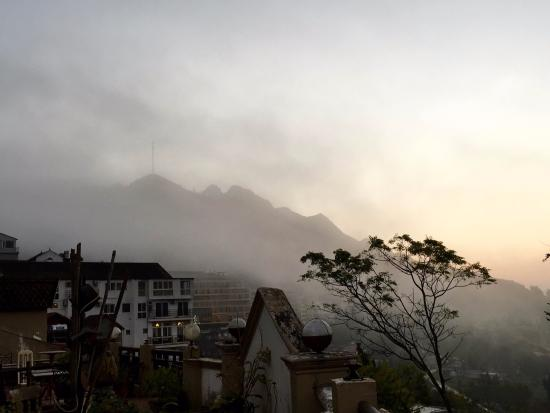 Grand View Sapa Hotel: sunrise fog view  from the terrace on the  4th floor