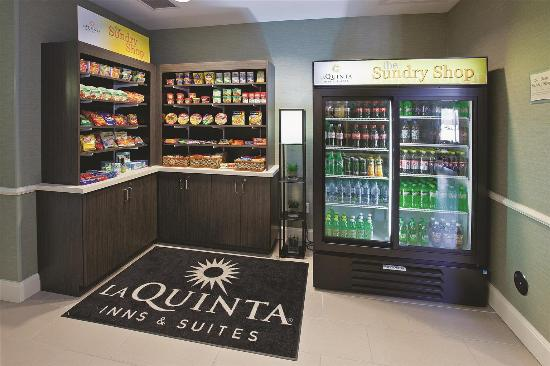 La Quinta Inn & Suites Columbus - Edinburgh: Property amenity