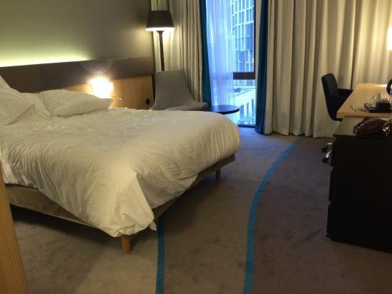 Chambre - moderne, propre, belle moquette - Picture of Novotel ...