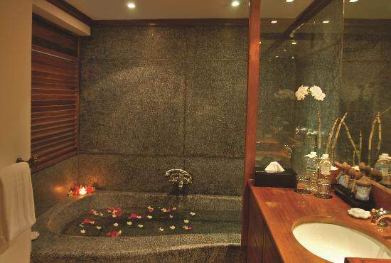 Belmond Governor's Residence: Bathroom