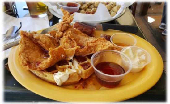 Bellflower, Καλιφόρνια: Johnny Rebs' Chicken & Waffles