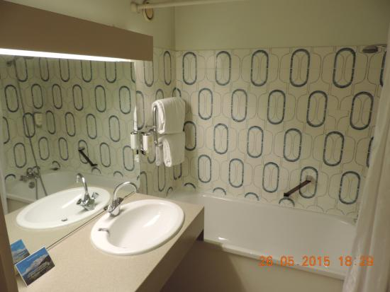 alpina eclectic hotel bathroom with tub - Eclectic Hotel 2015