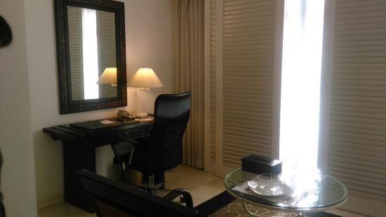 Vivere Hotel: Work table