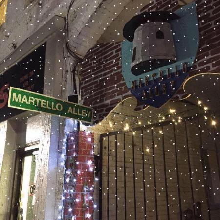 Martello Alley: On est ouvert en hiver aussi / We are even open in winter