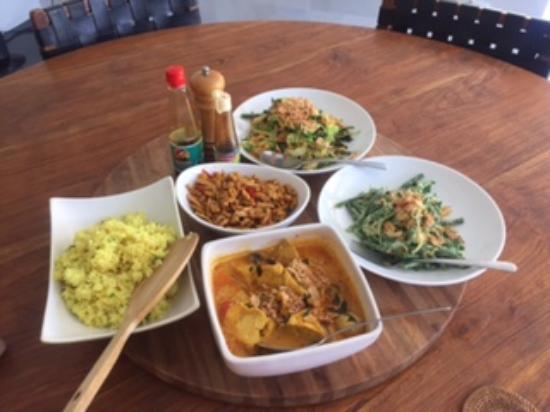 Anyar Estate : Yummy food cooked by Kadek