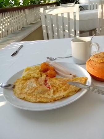 Club Tuana Fethiye: Petit-déjeuner / Files importantes / Personnel peu aimable