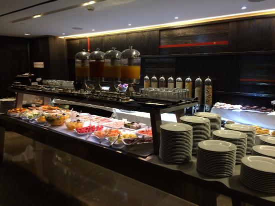 Hotel lobby bar foto de silken puerta america madri for Silken america madrid