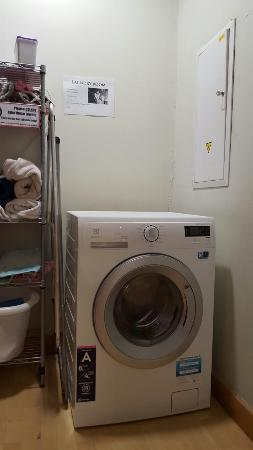 Cinnamon Sally Backpackers Hostel: 3 euro washing