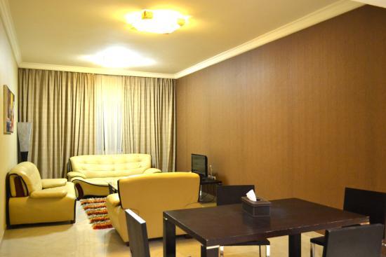 OYO 122 Crystal Plaza Hotel: suite room